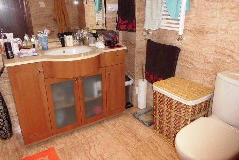 Clásico piso en venta con armarios empotrados-banyo