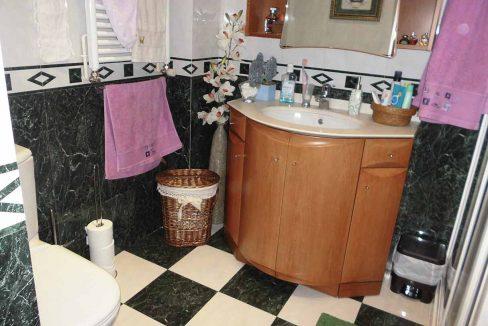 Clásico piso en venta con armarios empotrados-banyo2