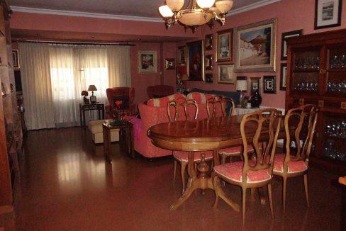 Clásico piso en venta con armarios empotrados-comedor