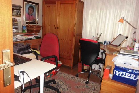 Clásico piso en venta con armarios empotrados-despacho
