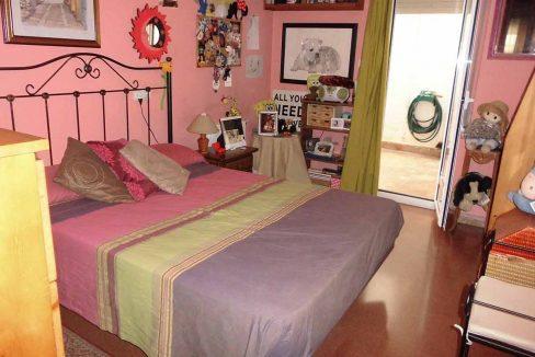 Clásico piso en venta con armarios empotrados-dormitorio
