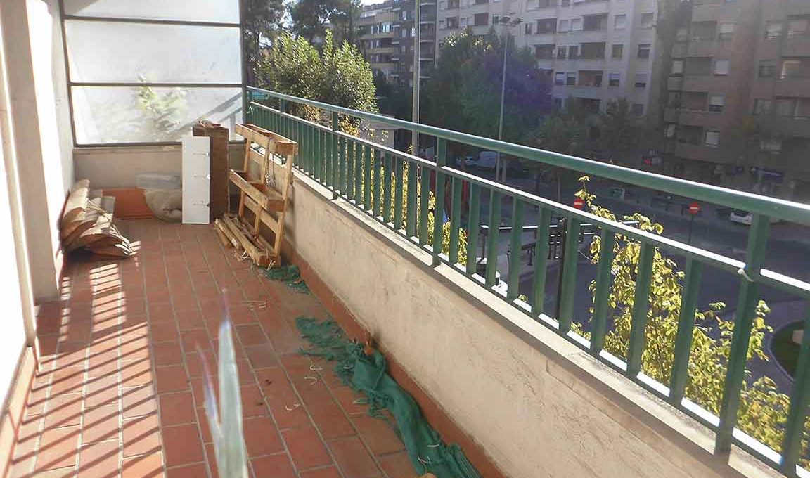 Gran piso con 2 balcones exteriores en Santa Rosa-balcon2