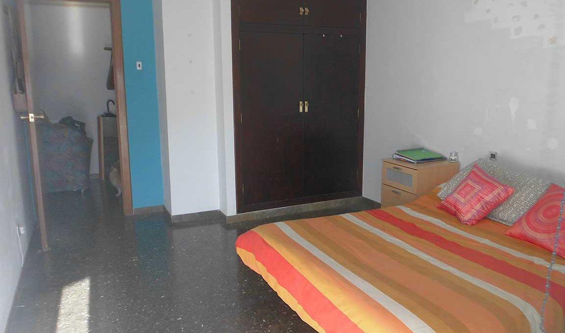 Gran piso con 2 balcones exteriores en Santa Rosa-dormitorio