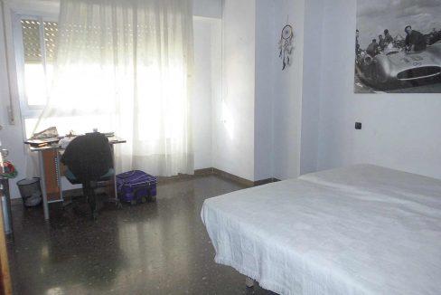 Gran piso con 2 balcones exteriores en Santa Rosa-dormitorio2