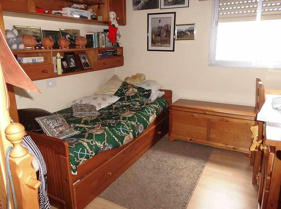 Piso con buenas vistas desde galería acristalada-dormitorio2
