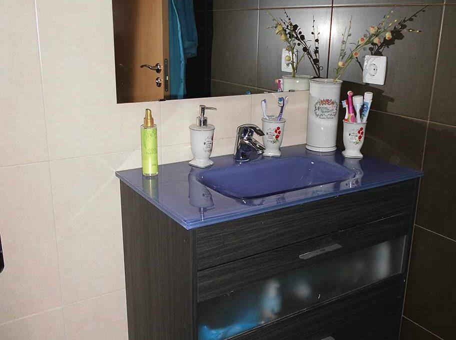 Piso reformado con cocina office en Santa rosa-banyo2