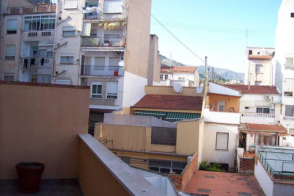 Piso reformado con terraza en Santa Rosa-terraza