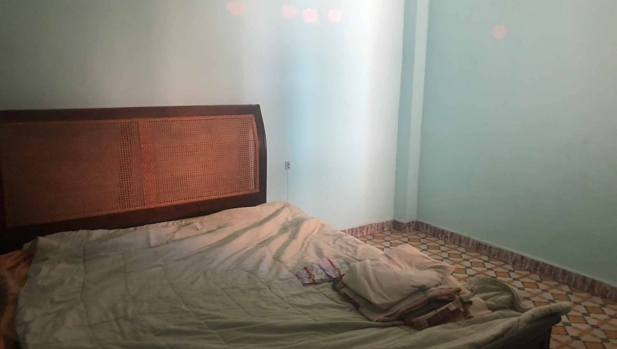 Se vende piso a reformar con balcón en Santa Rosa-dormitorio