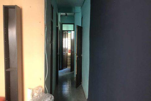 Se vende piso a reformar con balcón en Santa Rosa-pasillo