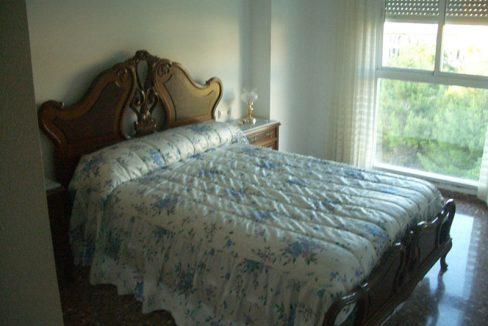 Se vende piso con balcón exterior y plaza de garaje-dormitorio