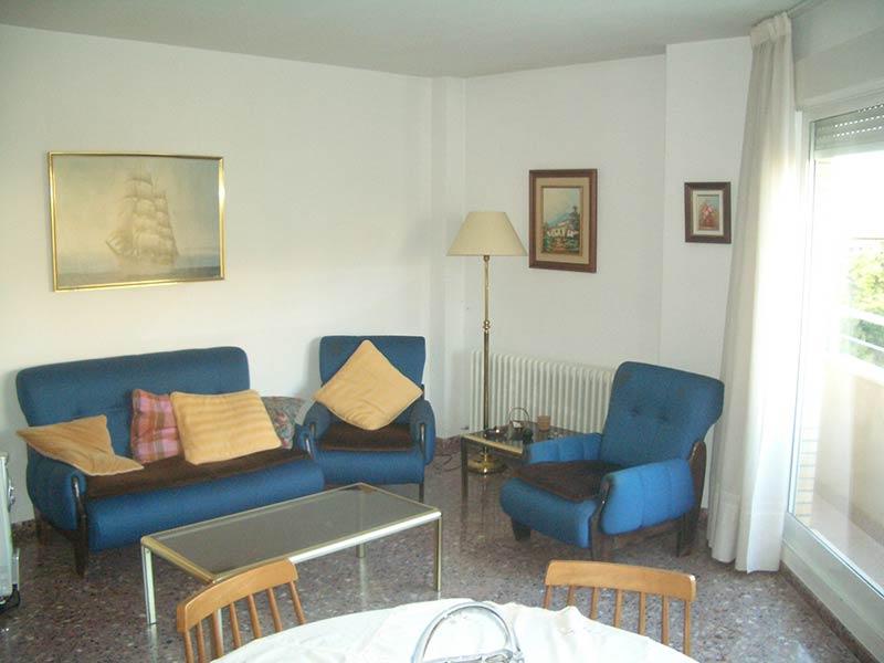 Se vende piso con balcón exterior y plaza de garaje-salon