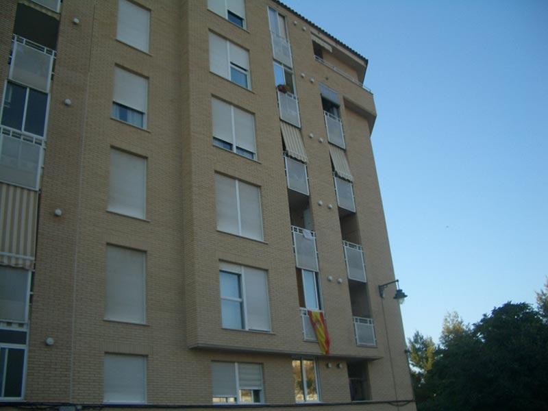 Se vende piso con balcón exterior y plaza de garaje-vistas