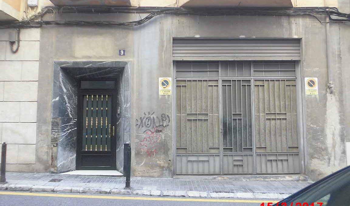 Amplio local con piso y terraza ubicado en Santa rosa-exterior