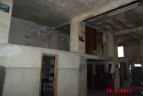 Amplio local con piso y terraza ubicado en Santa rosa-local