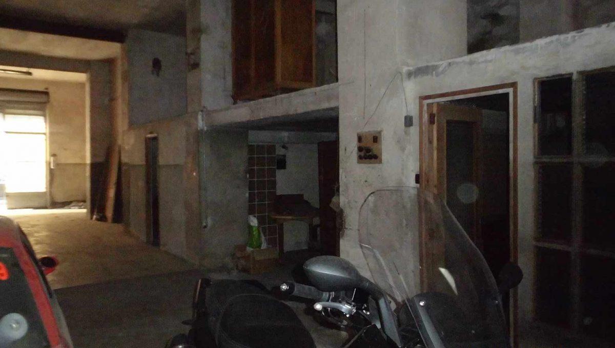 Amplio local con piso y terraza ubicado en Santa rosa-local2