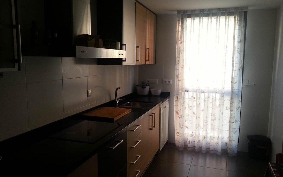 Céntrico piso en santa rosa con trastero y garaje-cocina
