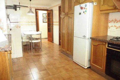 Clásico piso en santa rosa con balcón y trastero-cocina
