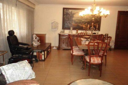 Clásico piso en santa rosa con balcón y trastero-comedor
