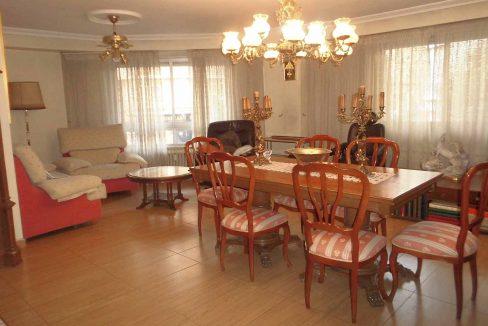 Clásico piso en santa rosa con balcón y trastero-comedor2