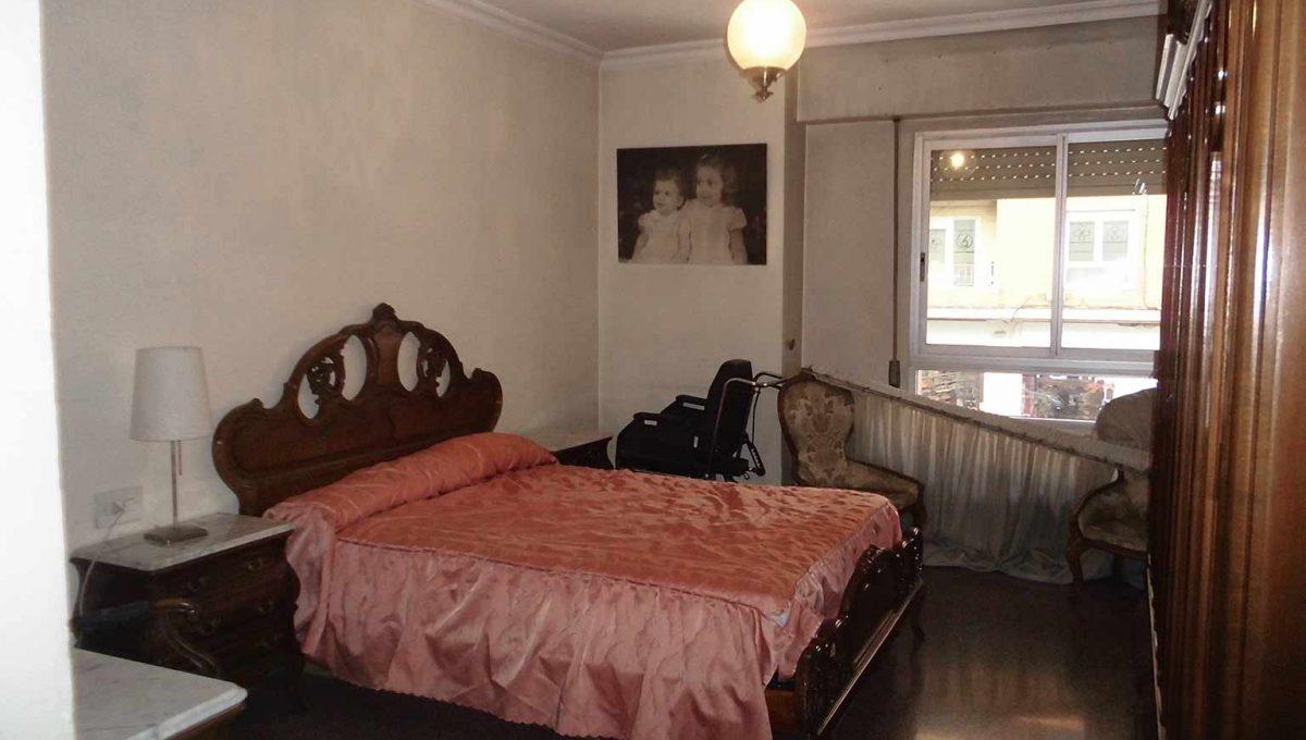 Clásico piso en santa rosa con balcón y trastero-dormitorio