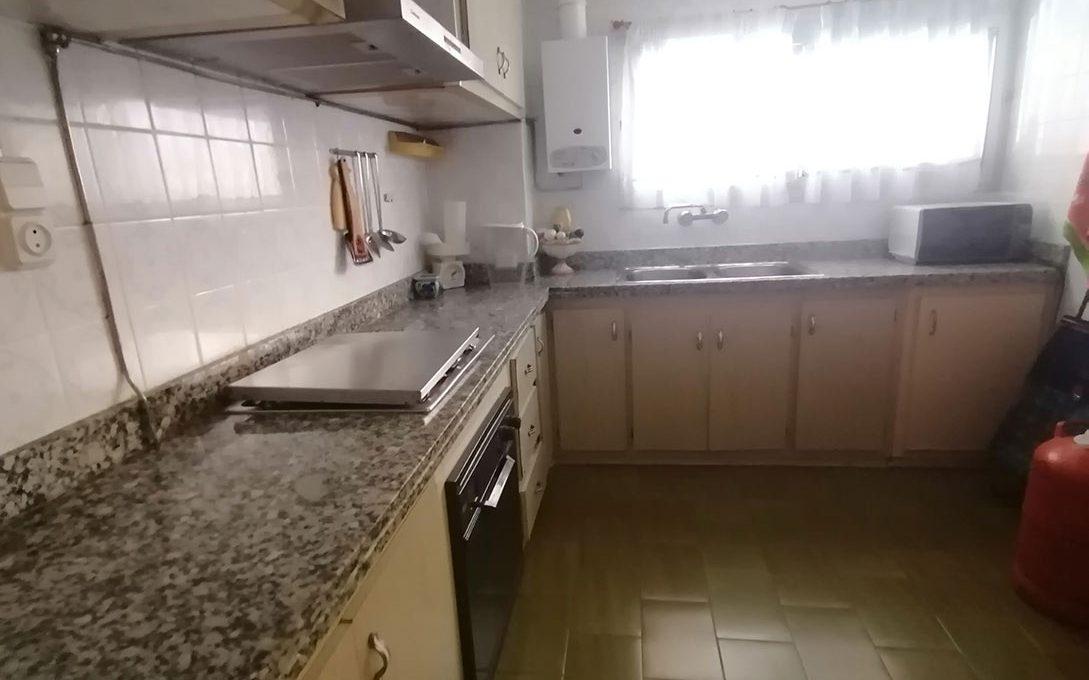 En venta piso clásico con balcón y trastero en Santa Rosa-cocina2