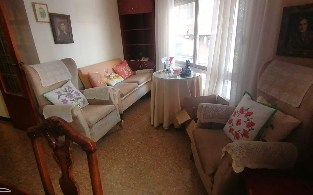 En venta piso clásico con balcón y trastero en Santa Rosa-comedor2