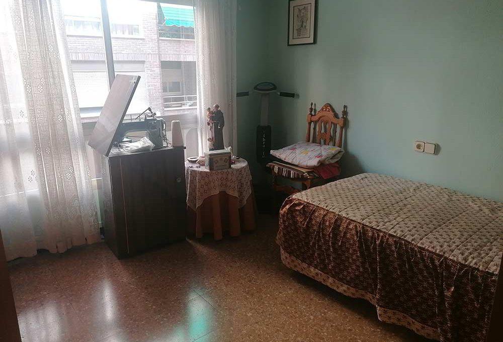 En venta piso clásico con balcón y trastero en Santa Rosa-dormitorio2