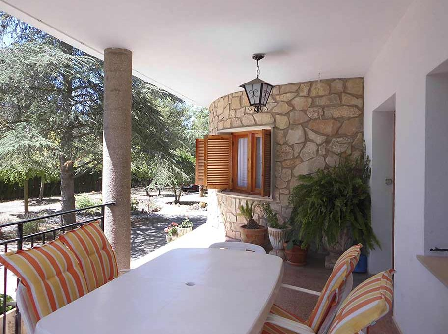 Enorme chalet con piscina y bodega en el Baradello-porche