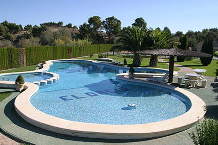 Gran chalet con dos cocinas a la venta en San Rafael-piscina