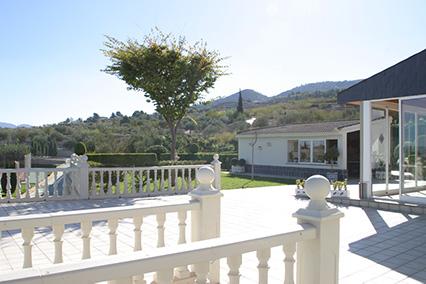 Gran chalet con dos cocinas a la venta en San Rafael-vistas