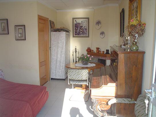 Luminoso chalet en venta con salón acristalado en Gayanes-comedor