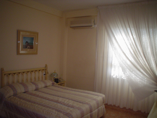 Luminoso chalet en venta con salón acristalado en Gayanes-dormitorio