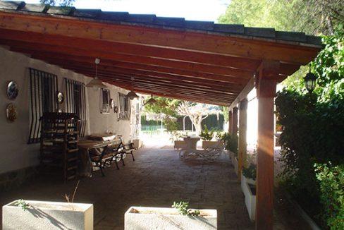 Luminoso chalet en venta con salón acristalado en Gayanes-porche