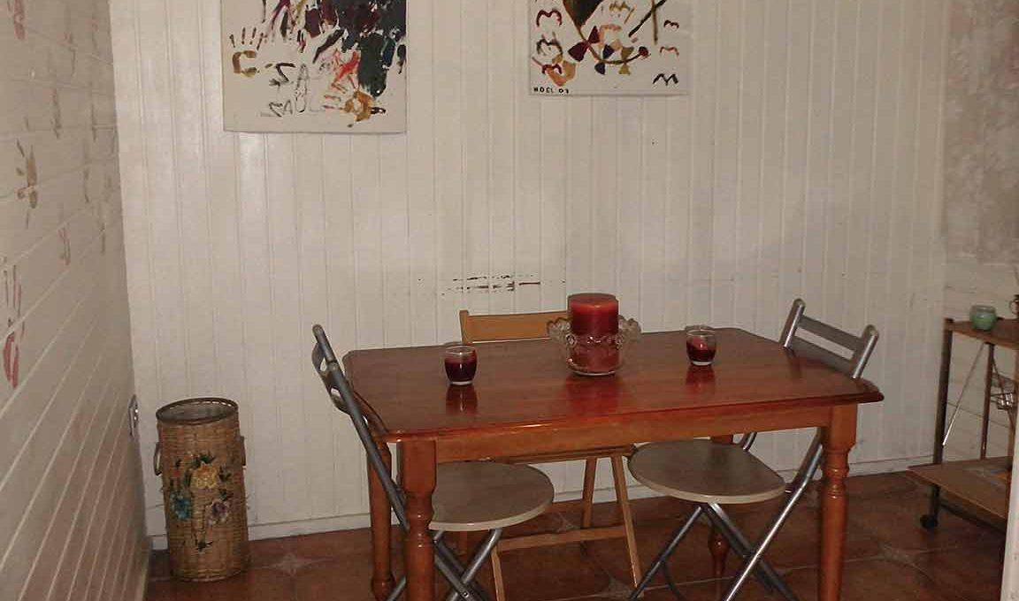 Piso con terraza, balcon y patio ubicado en Santa Rosa-cocina2