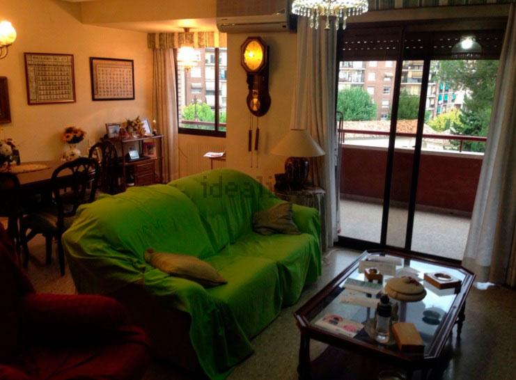 Piso en venta en santarosa con garaje y balcon-salon