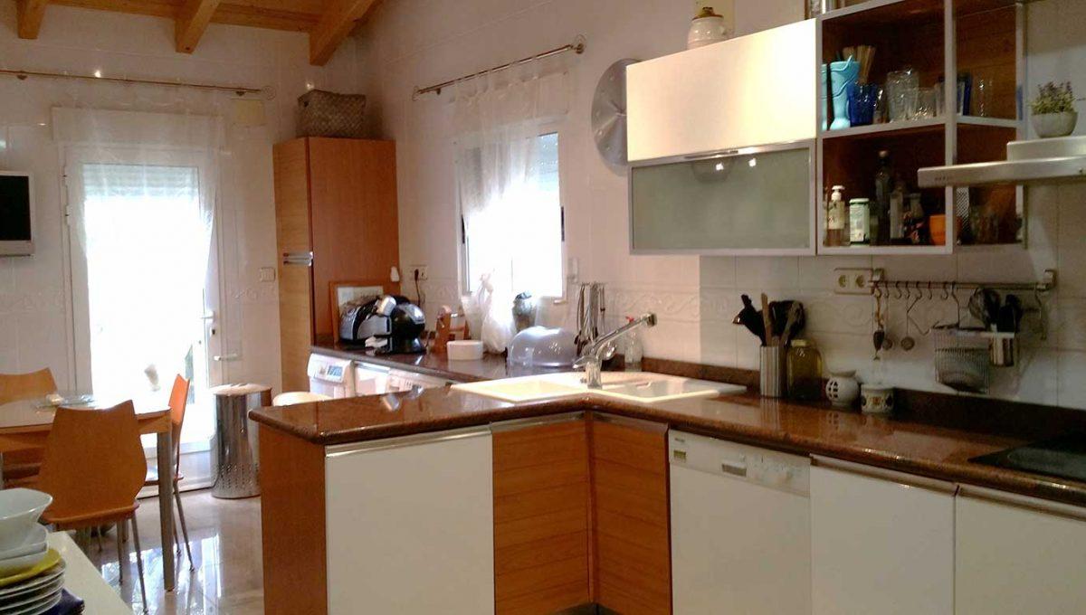 Se vende chalet con piscina y buenas vistas en el Baradello-cocina