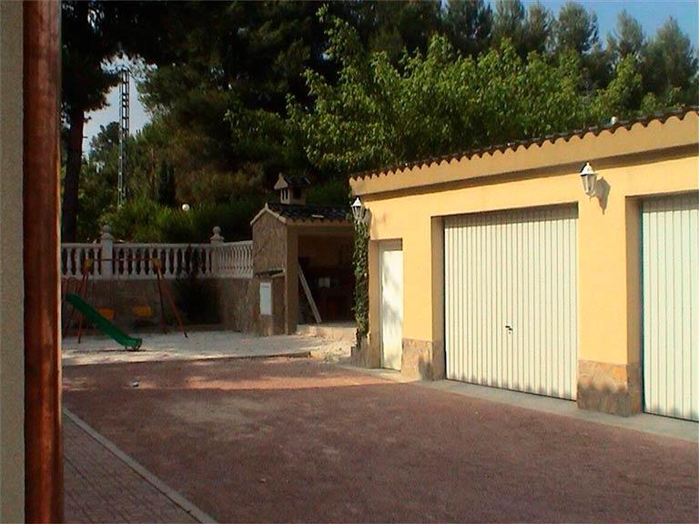Se vende chalet con piscina y buenas vistas en el Baradello-garaje