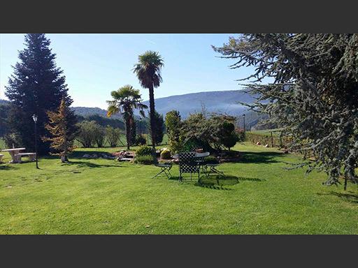 Se vende chalet con piscina y buenas vistas en el Baradello-jardin