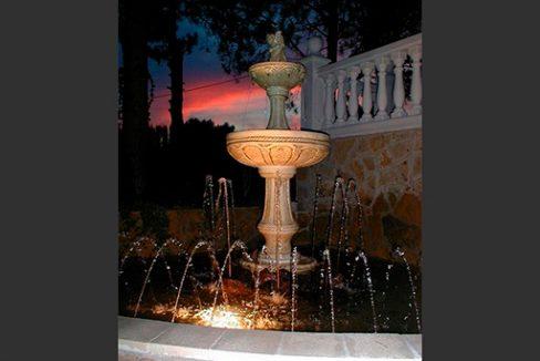 Se vende chalet con piscina y buenas vistas en el Baradello-jardin2