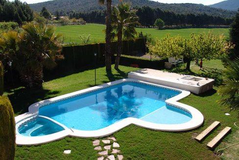 Se vende chalet con piscina y buenas vistas en el Baradello-piscina