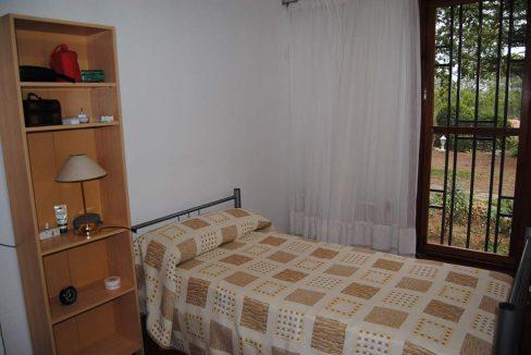 Se vende chalet de estilo clásico con amplios jardines-dormitorio