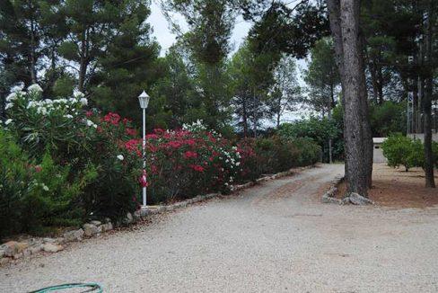 Se vende chalet de estilo clásico con amplios jardines-jardin