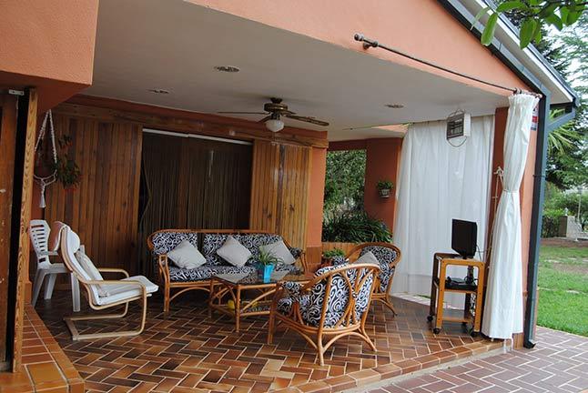 Se vende chalet de estilo clásico con amplios jardines-porche