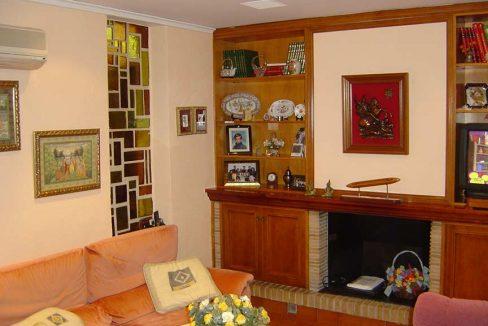 Se vende chalet de estilo clásico con amplios jardines-salon2