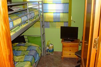 Soleado chalet con piscina en venta en la zona de Cocentaina-dormitorio2