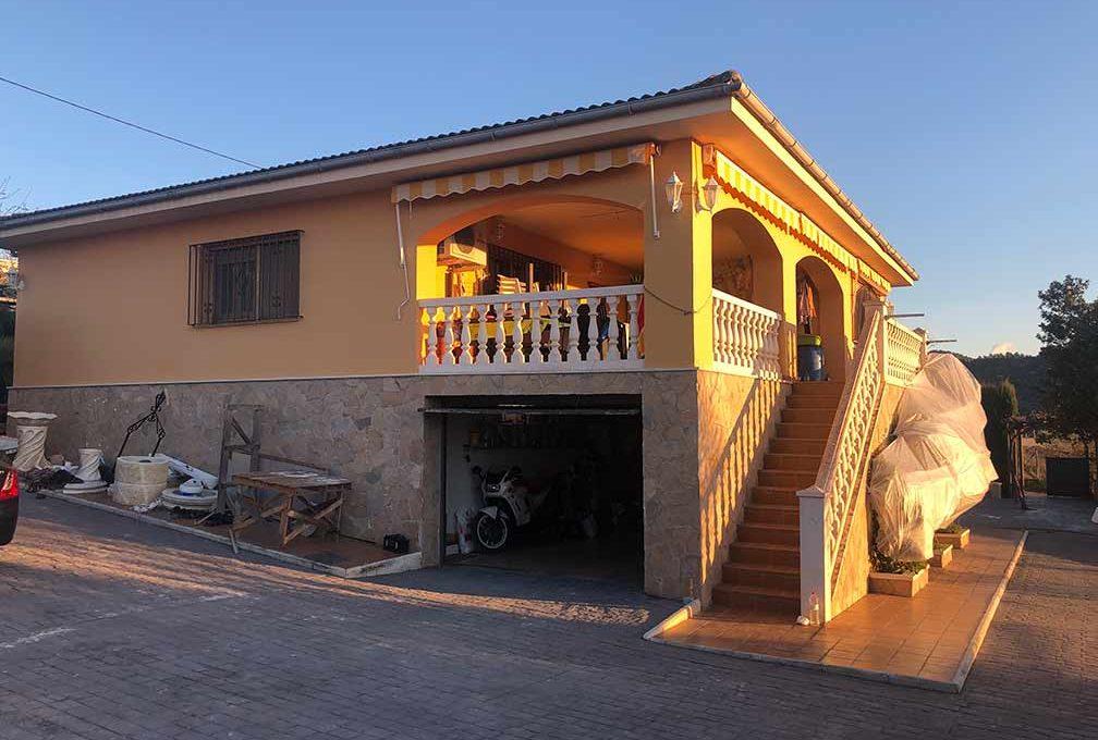 Soleado chalet con piscina en venta en la zona de Cocentaina-exterior2