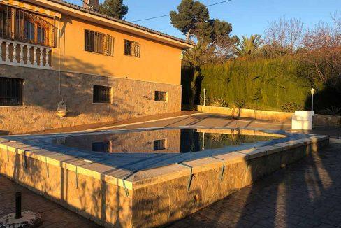 Soleado chalet con piscina en venta en la zona de Cocentaina-piscina