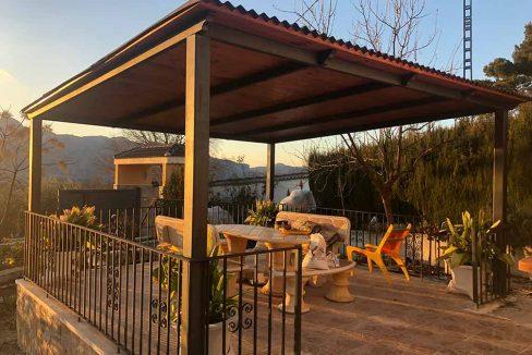 Soleado chalet con piscina en venta en la zona de Cocentaina-zona apergolada