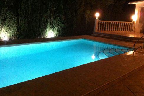 Soleado chalet con zona chill-out y solarium-piscina