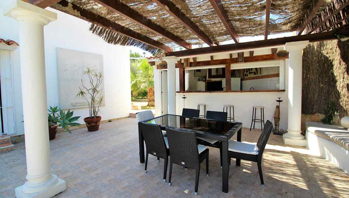 Soleado chalet con zona chill-out y solarium-terraza